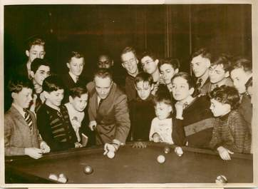 "PHOTO ORIGINALE / THEME ""Explorateur R.E.BYRD jouant au billard, 1939"""