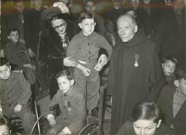 """PHOTO ORIGINALE / THEME """"1948, Le Frère Sulpice de l'Ordre de Saint Jen de Dieu promu chevalier de la légion d'Honneur"""""""