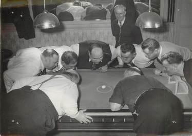 """PHOTO ORIGINALE / THEME """"Le Club des 100 kilos lance un défi aux meilleurs catcheurs de France au jeu de la coquille d'oeuf, 1949"""""""