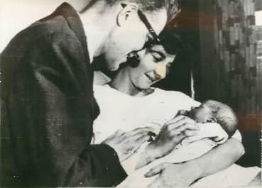"""PHOTO ORIGINALE /  THEME """"Naissance du fils d'Annette DIONNE (Mme ALLARD), 1958"""""""