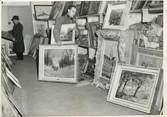 """Theme PHOTO ORIGINALE /  THEME """"1948, cadeaux et dons pour le train de la reconnaissance en partance pour les USA, ici des tableaux"""""""