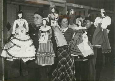 """PHOTO ORIGINALE /  THEME """"Des poupées pour le Train de la Reconnaissance française, 1948"""""""