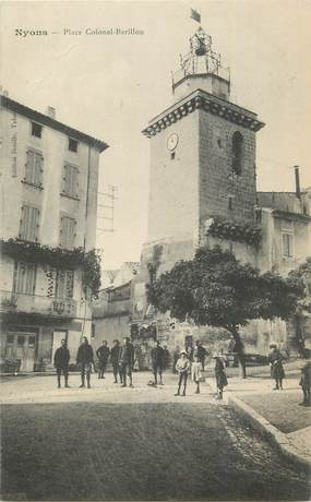 """. CPA  FRANCE  26 """"Nyons, Place Colonel Barillon"""""""