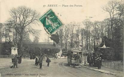 ".CPA  FRANCE 29 ""Brest, Place des Portes"" /TRAM"