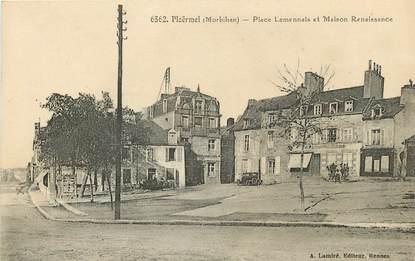 """CPA FRANCE 56 """"Ploërmel, Place Lamennais et- Maison Renaissance"""""""