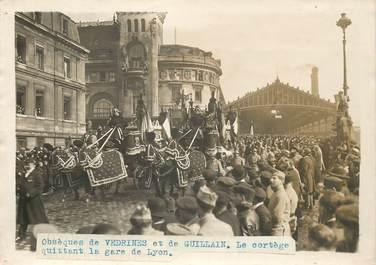 """PHOTO ORIGINALE / THEME """"Obsèques de Vedrines et de Guillain, le cortège quittant la gare de Lyon"""""""