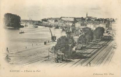 """. CPA  FRANCE 44 """"Nantes, L'entrée du port"""""""