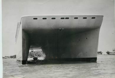 "PHOTO ORIGINALE /  THEME ""1949, bateau inchavirable"""