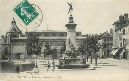 """. CPA   FRANCE 10 """"Troyes, Place de la Bonneterie"""""""
