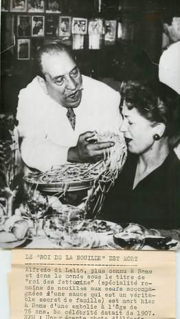 """PHOTO ORIGINALE / THEME """"1959, Italie, Le roi de la Nouille Alfredo Di Lelio"""""""