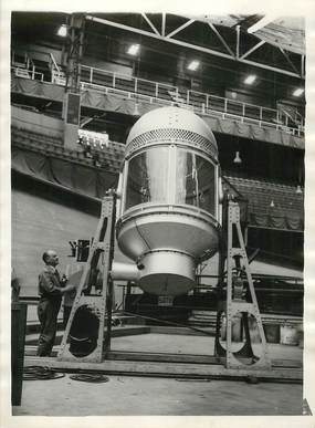 "PHOTO ORIGINALE / THEME ""1935, tirage au sort, l'appareil qui sert au brassage"""
