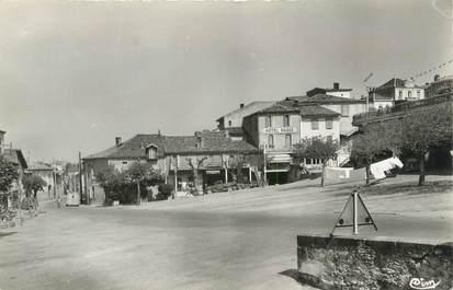 """CPSM FRANCE 81 """"Puylaurens, Place du foirail""""."""