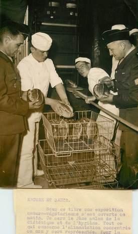 """PHOTO ORIGINALE / THEME """"1953, Salon de la diététique et de l'Hygiène, boulanger"""""""