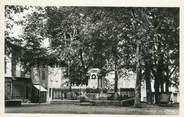 """81 Tarn CPSM FRANCE 81 """"Réalmont, Place Jeanne d'Arc, monument aux morts""""."""
