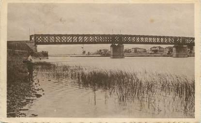 """CPA FRANCE 01 """"Belleville en Beaujolais, la Saône et le pont""""."""