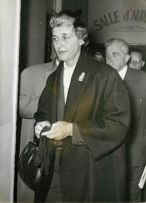 """PHOTO ORIGINALE / THEME JUSTICE """" Procès du Bazooka, Mme Kovacs, 1958"""""""