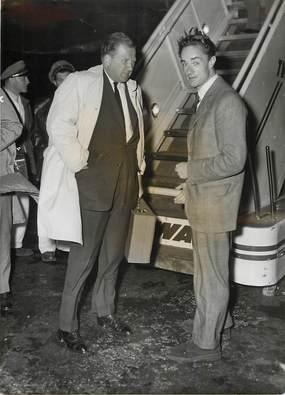 """PHOTO ORIGINALE / THEME """"Le constructeur automobile Henri FORD arrive en France à l'occasion du salon automobile, 1952"""""""