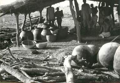 """PHOTO ORIGINALE / AFRIQUE """"Togo, fabrication de la bière de mil"""""""