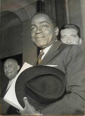 """PHOTO ORIGINALE / AFRIQUE """"Côte d'Ivoire, le chef du gouvernement arrivant au Palais de l'Elysée en 1959"""""""