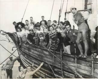 """PHOTO ORIGINALE / FINLANDE """"1949, finnois et esthoniens arrivant à Miami"""""""