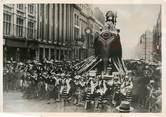 """Photograp Hy PHOTO ORIGINALE / IRLANDE """" Dublin, les numéros des billets du Sweepstake irlandais"""""""