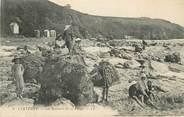 """50 Manche CPA FRANCE 50 """"Carteret, Les rochers de la plage""""."""