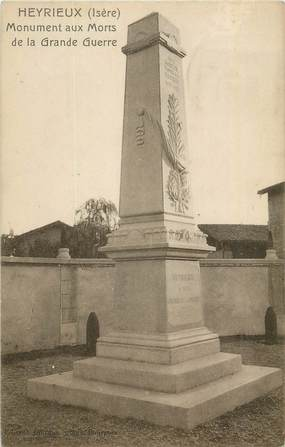 "CPA FRANCE 38 ""Heyrieux, Monument aux morts""."