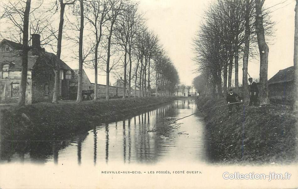 """CPA FRANCE 45""""Neuville aux Bois, Les fossés"""" 45 loiret autres communes (45) Ref 138343  # Hotel Neuville Aux Bois"""