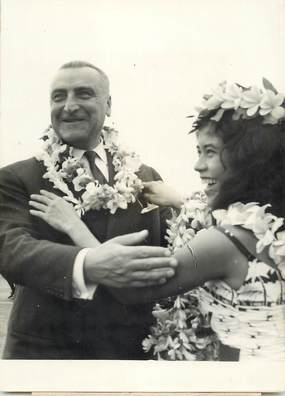 "PHOTO ORIGINALE / TAHITI "" 1963, L. Jacquinot, ministre d'état chargé des T.O.M."""