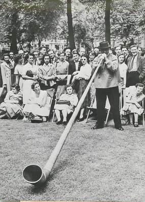 """PHOTO ORIGINALE / SUISSE """"Orchestre suisse Solothur, 1951 avec sa corne géante"""""""