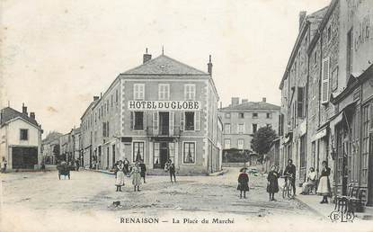 """CPA FRANCE 42 """"Renaison, la place du Marché, Hotel du Globe"""""""