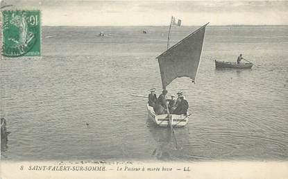 """CPA FRANCE 80 """"St Valéry sur Somme, Le passeur à marée basse""""."""