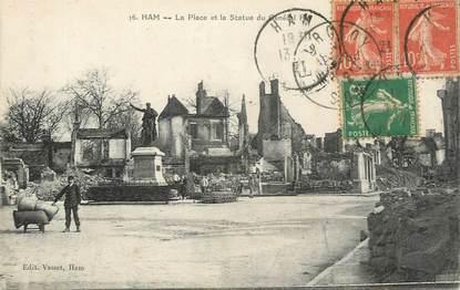 """CPA FRANCE 80 """" Ham, La place et la statue""""."""