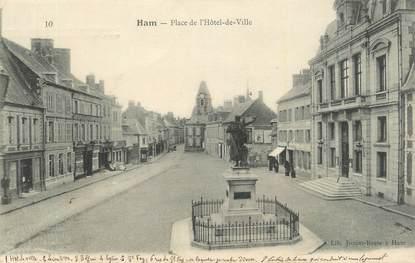 """CPA FRANCE 80 """" Ham, Place de l'Hôtel de Ville""""."""