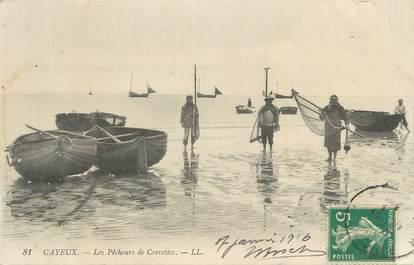 """CPA FRANCE 80 """"Cayeux sur Mer, Les pêcheurs de crevettes""""."""