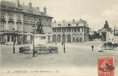 """CPA FRANCE 80 """"Abbeville, La place St Pierre""""."""