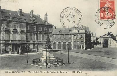 """CPA FRANCE 80 """"Abbeville, Place St Pierre, la statue de Lesueur""""."""