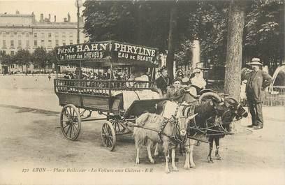 """CPA FRANCE 69 """"Lyon, Place Bellecour , la voiture aux chèvres""""./ ATTELAGE DE CHEVRES"""