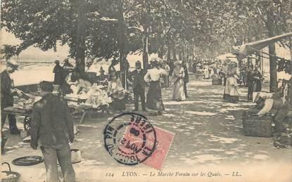 """CPA FRANCE 69 """"Lyon, Le marché forain sur les quais""""."""