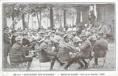 """CPA FRANCE 69 """"Lyon, Parc de la Tête d'Or, Le repos du blessé""""."""