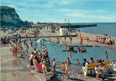 """CPSM FRANCE 76 """"St Valéry en Caux, La piscine, les jetées, la falaise""""."""