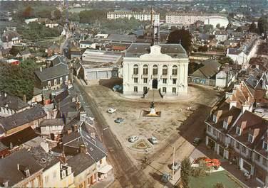 """CPSM FRANCE 76 """" Yvetot, Place de l'Hôtel de Ville""""."""