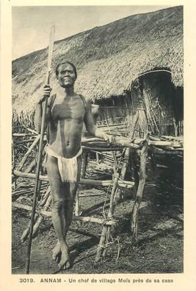 """CPA VIETNAM """"Annam, un chef de village Moïs près de sa case"""""""