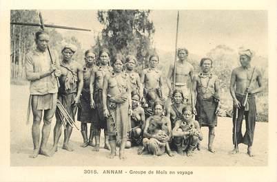 """CPA VIETNAM """"Annam, groupe de Moïs en voyage"""""""