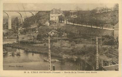 """CPA FRANCE 86 """" L'Isle Jourdain, Bords de la Vienne rive droite""""."""