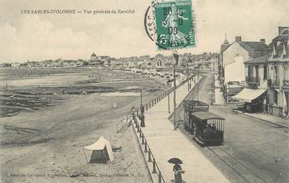 """CPA FRANCE 85 """" Les Sables d'Olonne, Vue générale du remblai""""."""