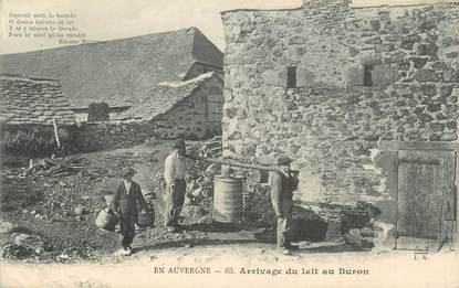 """CPA FRANCE 63 """" L'Auvergne, Arrivage du lait au Buron"""". / FOLKLORE"""