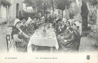 """CPA FRANCE 63 """" L'Auvergne, Un repas de noce"""" . / FOLKLORE"""