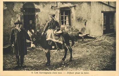 """CPA FRANCE 63 """" L'Auvergne, Les Auvergnats chez eux, Départ pour la foire"""". / FOLKLORE"""