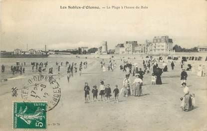 """CPA FRANCE 85 """" Les Sables d'Olonne, La plage à l'heure du bain""""."""